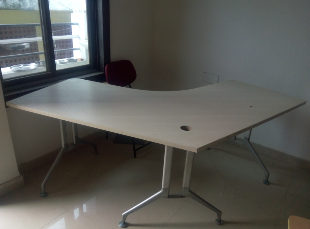USED OFFICE TABLE